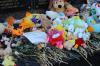 Память останется в сердцах: в Кемерове разбирают стихийный мемориал в память о погибших в «Зимней вишне»