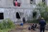 «Один человек погиб». В Поронайске бригада рабочих оказалась под завалами заброшенного здания
