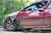 Странный маневр: автоледи дала задний ход и протаранила людей на остановке