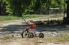 Маленькая девочка съехала на велосипеде в пруд под Новосибирском и утонула