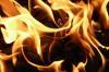 Во время пожара в деревянном доме в Братске погибли женщина и малыш