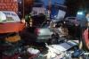 Mercedes протаранил киоски с людьми в Новосибирске. Есть жертвы