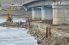 В Туве рабочие приступили к установке пролетов нового моста через Енисей