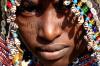 Доигрался: в Африке абориген выпустил в геймера настоящую стрелу