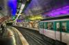 Полицейские обезвредили мужчину, напавшего на них с ножом в парижском метро