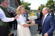 «Лучше бы деньгами подарил». Пользователи соцсетей обсуждают поездку Путина на свадьбу главы австрийского МИД