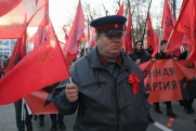 Красные флаги в честь годовщины Октябрьской революции заполонили центр Москвы. ФОТОРЕПОРТАЖ