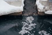 Сточные воды продолжают разливаться по улицам Якутии