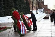 Андрей Воробьев возложил цветы к Могиле Неизвестного Солдата у Кремлевской стены