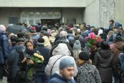 На похоронах Юлии Началовой началась давка
