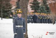 Музыка, оружие, цветы. Президентский полк поздравил женщин с 8 марта