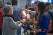 Как в Москве встретили Благодатный огонь со Святой земли