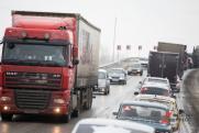 Тяжелые грузы можно перевозить по нижегородским дорогам с разрешением и оплатой ущерба, – минтранс