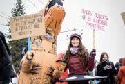 Тысячи россиян в карнавальных костюмах вышли на первомайскую монстрацию
