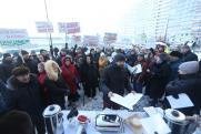 В Екатеринбурге жильцы дома вышли на митинг против управляющей компании