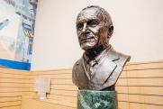 На ВСМПО появились мемориальная доска и бюст Владислава Тетюхина