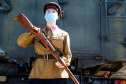 Юбилей в особом режиме. Как российские звезды и политики встречают День Победы