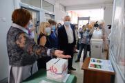 Андрей Травников 1 июля посетил избирательный участок в Бердске