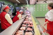 Покупатели выложили в соцсетях фото колбас «Мираторга» с плесенью и мухой