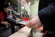 «Сказалась жесткая политика банков». Эксперт о падении спроса на банковские карты
