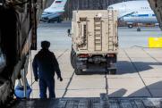 Россия привезла в ЦАР броневики и пять тонн «белых медведей»