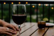 В Роскачестве объяснили, как сахар может испортить вино