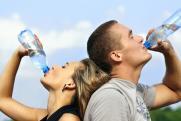 Чем опасна минеральная вода: ответ диетолога