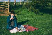 Как одеться на пикник: ответ врача