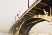 В Иркутске девушка упала с моста