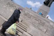 В Екатеринбурге на 1 Мая устроили «день тишины»: флаги на балконах и посты ППС