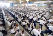 Тысячи работников «Сима-ленда» станцевали вальс в честь 9 Мая
