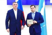 Губернатор Лимаренко наградил крупнейшего подрядчика обслуживания проектов «Сахалин-1» и «Сахалин-2» – компанию «СМНМ-ВИКО»