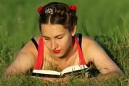 Россияне рассказали, сколько читают книг в год