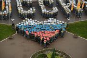 Тысяча нефтепереработчиков устроила праздничный флешмоб в Рязани
