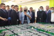 Глава Минстроя России осмотрел Академический район Екатеринбурга