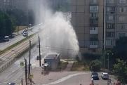 В Петербурге из-за прорыва трубы забил «трехэтажный» фонтан