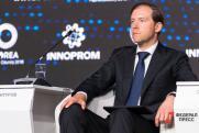 Денис Мантуров на «Иннопроме» рассказал школьникам об экологии и развитии транспорта