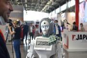 Для доставки продуктов и замены умерших: как используют роботов в повседневной жизни