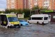 В Новосибирске ливень превратил улицу Высоцкого в озеро