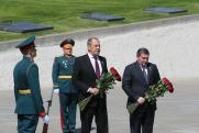Лавров передал знамена Сталинградской битвы Волгограду