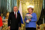 Иностранные журналисты гадают, что кроется за букетом Путина Ангеле Меркель