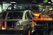 АвтоВАЗ жмет на тормоз: чем грозит остановка конвейера на концерне