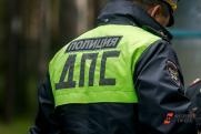 Под Новосибирском подростки без прав на чужой машине протаранили дерево