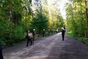 На Северное кладбище Петербурга привезли тело Зиничева, идет траурная процессия
