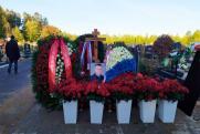 Евгения Зиничева похоронили под звуки сирены пожарных машин и гимн РФ – видео