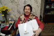 Волонтеры «Тюменнефтегаза» поздравили пенсионеров с Днем пожилого человека