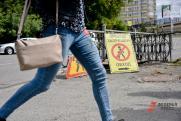 Астраханцев вынудили ходить по дороге из надгробий