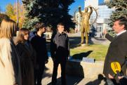 Депутат ЗСО Сергей Буяков рассказал студентам о памятнике подвигу медиков