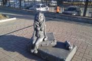 В Кургане скульптуру «кошки с грудью» вернут на прежнее место