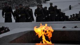 Чтобы помнили. На Пискаревском кладбище возложили венки в память о жителях и защитниках блокадного Ленинграда